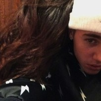 Selena-and-justin-cuddle