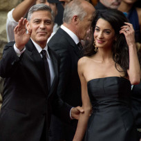 George clooney and amal alamuddin work the crowd