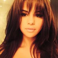 Selena-gomez-bangs-photo