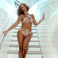 Beyonce-in-a-bikini