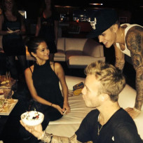 Justin-and-selena-go-bowling