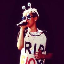 Miley Cyrus: RIP Floyd