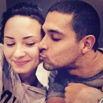 Wilmer valderrama kisses demi lovato