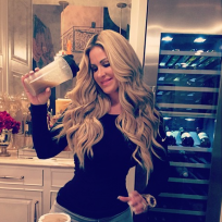 Kim zolciak shakes it