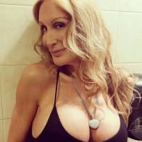 Taylor lianne chandler cleavage