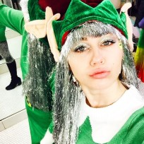 Miley cyrus elf selfie