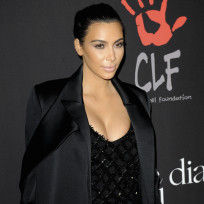 Kim kardashian poses in la