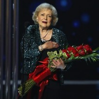 Betty white wins peoples choice award