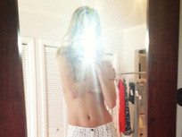 Rosie Huntington-Whiteley: Topless on Instagram!
