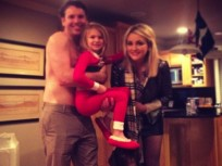 Jamie Lynn Spears Christmas Photo: Cute! Sort of Awkward!