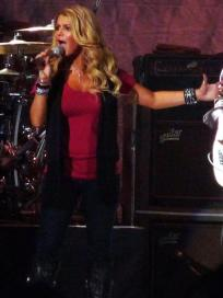The Glory That is Jessica Simpson Live