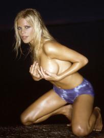 Elin Woods Nude