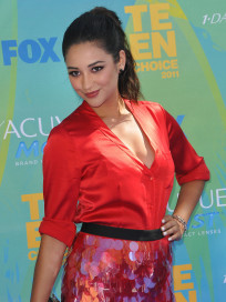 Shay Mitchell Photo