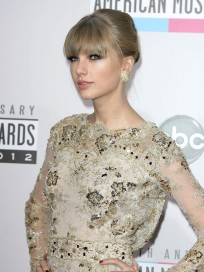 Taylor Swift AMA Pose