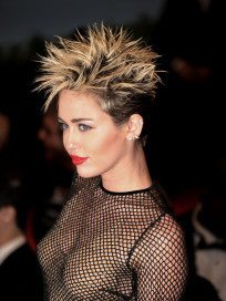 Miley Cyrus Goes Punk