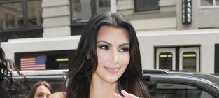 Kim waving