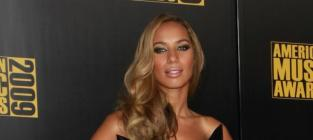 Leona Lewis Gets the Shaft