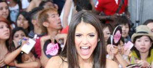 CW Stars Face-Off on Red Carpet: Nina Dobrev vs. Shenae Grimes