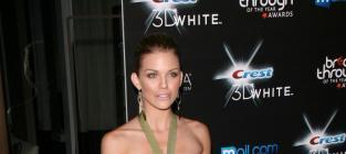 Fashion Face-Off: AnnaLynne McCord vs. Kelly Brook