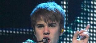 Justin bieber crotch grab