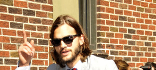 Ashton Kutcher Cast as Steve Jobs