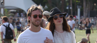 Anne Hathaway and Adam Shulman: Engaged!