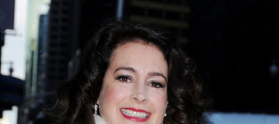 Sean Young Heckles Director, Enters Rehab