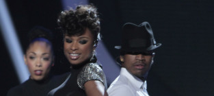 "Jennifer Hudson Performs ""Think Like a Man"" on American Idol Results Show"