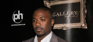 Ray j red carpet pose