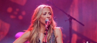 Sheryl crow on stage