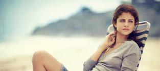 Selena Gomez Relaxes