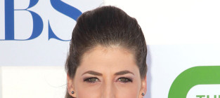 Mayim Bialik Severely Injured in Car Accident, May Lose a Finger
