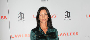 Liberty Ross: Spotted! Without a Wedding Ring!