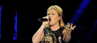 Who would you rather... listen to: Kelly Clarkson or Carrie Underwood?