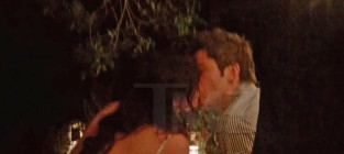 Arie luyendyk jr dot courtney robertson kiss