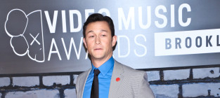 Joseph gordon levitt at the vmas