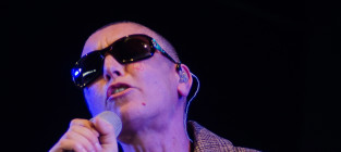 Sinead oconnor on stage