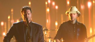 Blake shelton live performance