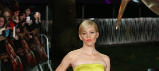 Elizabeth banks at catching fire premiere