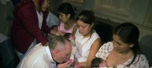Pope Francis Supports Public Breastfeeding