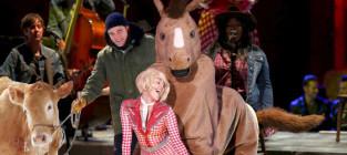 Robert pattinson and cow invade bangerz tour