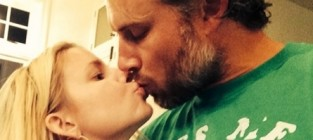 Jessica simpson kisses eric johnson