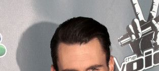 Adam levine red carpet photo