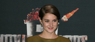 Shailene woodley in the press room