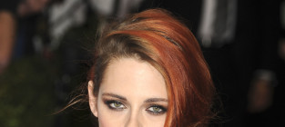 Kristen Stewart: PISSED about Robert Pattinson Engagement, Source Claims