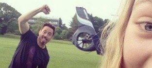 Robert downey jr photobomb