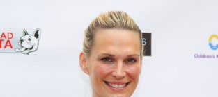 Molly sims red carpet pic