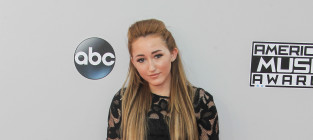 Noah cyrus at the american music awards
