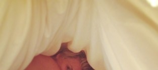Kaley cuoco bed selfie