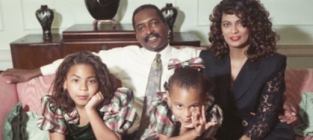 Beyonce solange throwback christmas photo